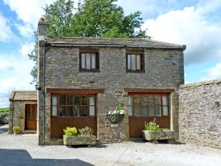 THE COACH HOUSE, family friendly, character holiday cottage, with a garden in Gi
