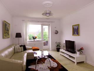 Large family friendly Copenhagen apartment near metro, Copenhague