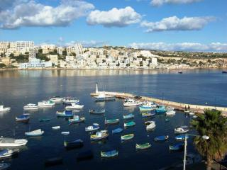 Harbour Lights, Seafront apartment in St Pauls Bay, San Pawl il-Baħar (St. Paul's Bay)