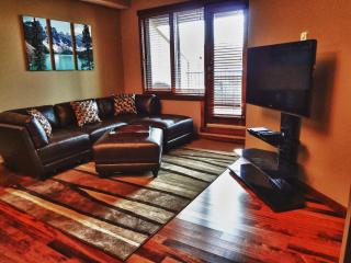 Award-winning Canmore 2-bedroom, superb location!