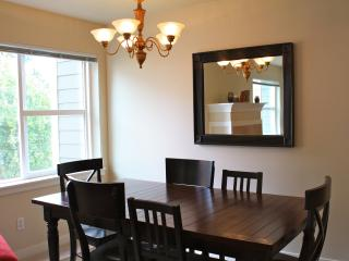 Convenient, Quiet & Safe E Capitol Hill Townhouse, Seattle