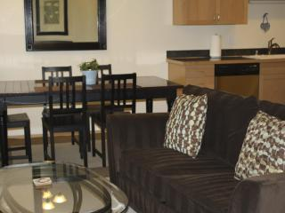 Cozy Living Room/Dining Room