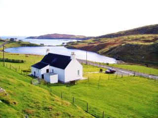 Harris White Cottage romantic break with sea views, Isla de Harris