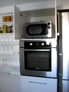 Kitchen - GE Microwave Oven