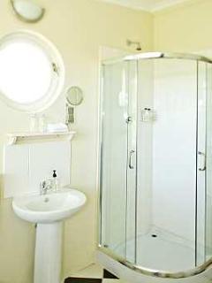 Shiraz Room Bathroom