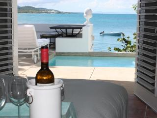 Seaside Vieques: 2 Bedroom Beach House Directly on Ocean, with Private Pool