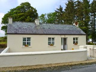 WEAVERS COTTAGE, pet friendly, country holiday cottage, with a garden in Mountcharles, County Donegal, Ref 9820, Frosses