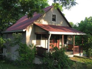 A Little House All to Yourself--Relax & Unwind!, Bedford