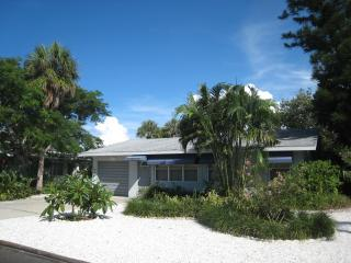 Anna Maria Island beach house 250 ft to Gulf beach