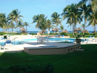 2 BR GROUNDFLOOR BEACH VDM POOL WIFI EXTRA BEDS, Puerto Aventuras