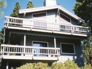 Lake Tahoe Views! Pool table, Hot tub, WIFI, HDTVs, Incline Village