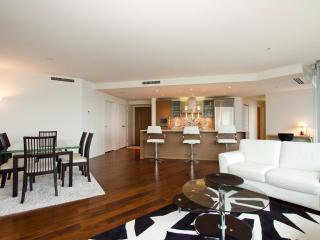 D19 - Luxury 2 bedroom at the Shangrila, Vancouver