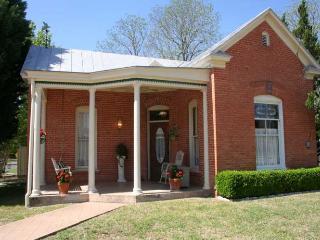 Hotopp House - 1914 Suite, Fredericksburg