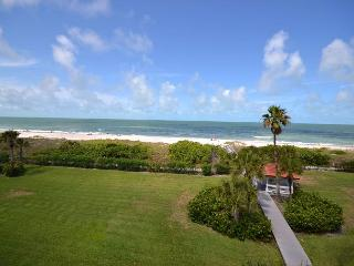Lands End 10-405 - Gulf Front Top Floor Corner Condo in Paradise! Free WiFi!, Treasure Island