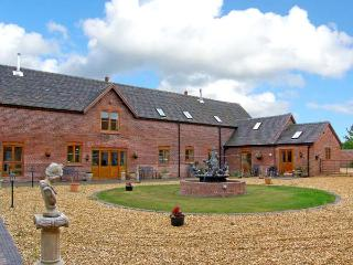 THE HINKS BARN, family friendly, luxury holiday cottage, with a garden in Lilleshall, Ref 9742