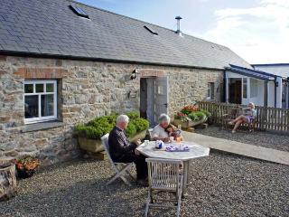 BWTHYN BACH, family friendly, luxury holiday cottage, with a garden in Newport