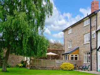ROWTON MANOR COTTAGE, pet friendly, character holiday cottage, with a garden in Craven Arms, Ref 9024