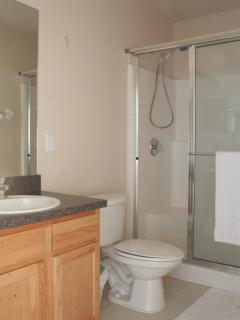 Kingsize en-suite bathroom