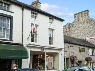 PARMA VIOLET, family friendly, luxury holiday cottage, with open fire in Kirkby Lonsdale, Ref 6493