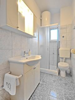 Bathroom 4 - 2 floor