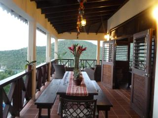 VILLA MAKAMBU  Charming-Spacious-Spectacular Views
