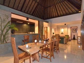 Villa Maia: 2 bed, Open Plan, Rice Field Setting