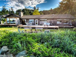 Exclusive Vancouver Island Beach House, Campbell River