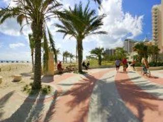 Hellorelaxation South Beach walk to the beach