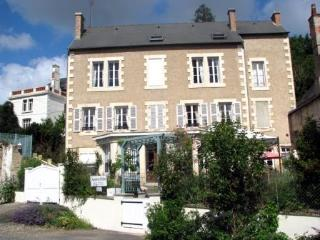 A Spacious,  Light  Apartment Montmorillon 2km