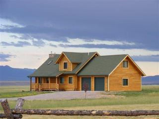 Beautiful Log Cabin Getaway in Ennis, Montana