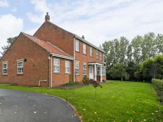 WOODHILL, pet friendly, country holiday cottage, with a garden in Cottingham, Ref 9741