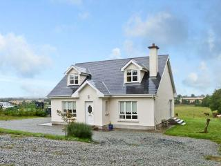 MOUNTAIN VIEW COTTAGE, family friendly, country holiday cottage, with a garden in Campile, County Wexford, Ref 9867