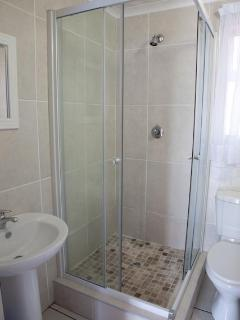Cosy Nest/Cosy Nook - Shower Room