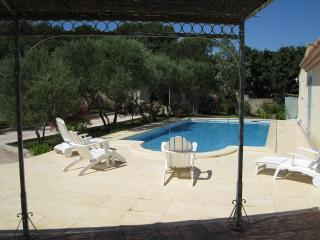 CHARMING COTTAGE IN PROVENCE WITH SWIMMING POOL, Comps