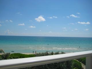 Oceanview 2 bedroom 2 story townhouse/condo !!!, Miami Beach