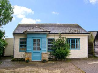 CURLEW COTTAGE, pet friendly, country holiday cottage, with a garden in Haydon Bridge, Ref 10045