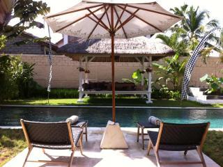 Bali Family Villa I Seminyak, One min to Bali Deli