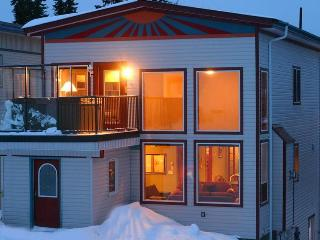 SLOPESIDE LUXURY: 4Bed/4Bath+Den, Vernon