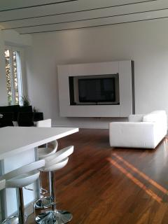 Modern Living Room with Full Amenities