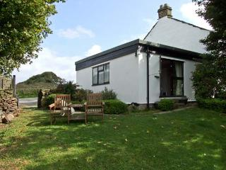 BRETTON MOUNT COTTAGE, pet friendly, country holiday cottage, with a garden in Eyam, Ref 10260