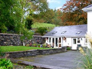 PENGWERN FARM COTTAGE, family friendly, country holiday cottage, with a garden