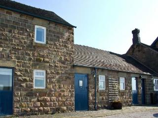 JEBB COTTAGE, pet friendly, character holiday cottage, with a garden in Shottle, Ref 9208
