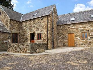 THE STABLE YARD, country holiday cottage, with a garden in Dronfield, Ref 6951