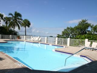 SHR 2 Bedroom Water/Beach Front Condo- August 2018 dates avail- Free Bicycles