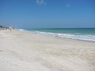 Beautiful 2/2.5 Townhome/ private beach access, Vero Beach