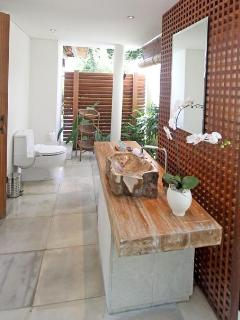 Ensuite Garden Bathroom 1