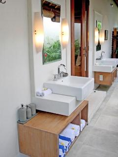 Ensuite Garden Bathroom 3