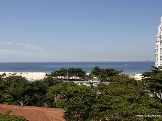 Rio050 - Apartment in Copacabana with ocean view, Rio de Janeiro
