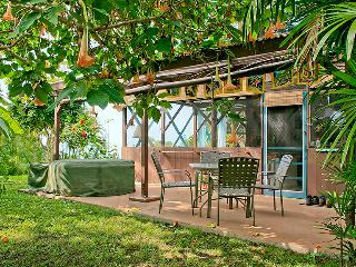Charming Tropical Hideaway, Pool, Hot Tub, Snorkel, Captain Cook