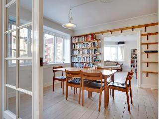 Large Copenhagen apartment with balcony at Noerrebro, Copenhague